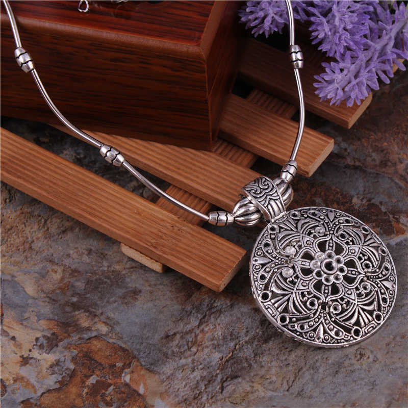 Tibetan Jewelry Vintage Silver Plated Bohemian Hollow Carved Round Pendants Necklaces Chain Necklaces For Women Bijouterie Femme