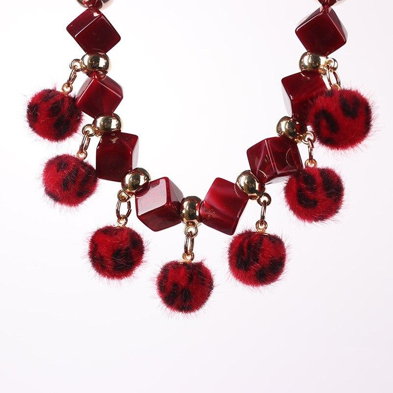 Nouveau mode petite boule de poils pendentif collier écharpe dame printemps  automne hiver écharpe de mode de luxe bijoux dans Foulards de Vêtements ... 01baefa8741