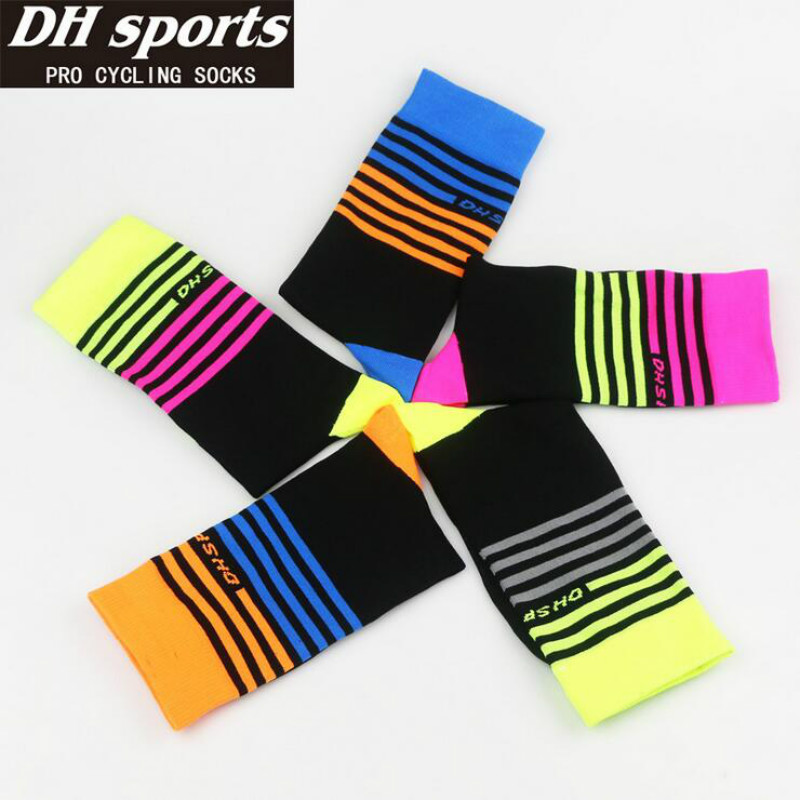 DH Sports High quality Professional brand Cycling sport socks Protect feet breathable wicking socks cycling socks Bicycles Socks