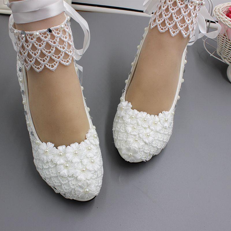 Frauen hochzeit schuhe braut handgemachte spitze blume weiß bänder NQ247 ankle straps damen braut hochzeit party pumsp schuhe-in Damenpumps aus Schuhe bei  Gruppe 2