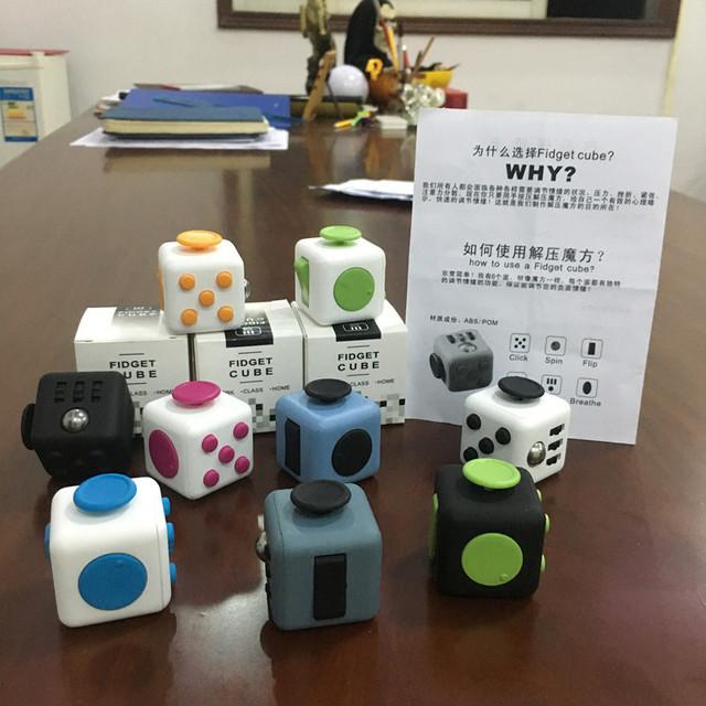 La pre-venta Original Fidget Juguete Cubo Anti Irritabilidad a Gusto la Presión para Focus Cubo Dados Caja Sorpresa Regalos Al Azar colores