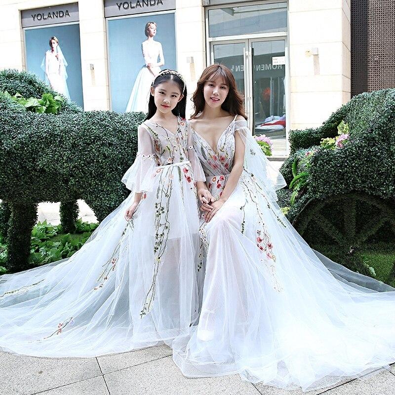 Famille mariage soirée vêtements mère fille correspondant robes de mariée maman bébé fille vêtements Tutu fleur filles robe de bal