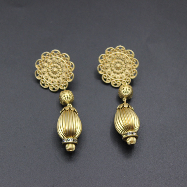 2017 Europe And The Exaggerated Asian Gold Earrings Hollow Flower Pieces Retro Fashion Temper Female