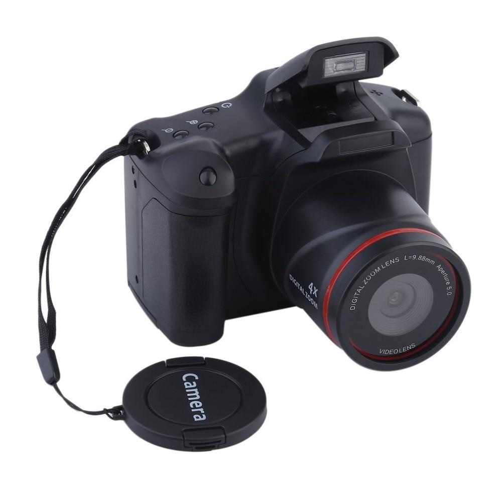Digital camera With manual zoom