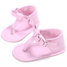 Gamintojas Baby Girls Sandals Vasaros šlepetės naujagimiui Pirmasis Walker Kūdikių maudymosi kūdikių bateliai Vaikams PU odos baldai su mados lankeliais