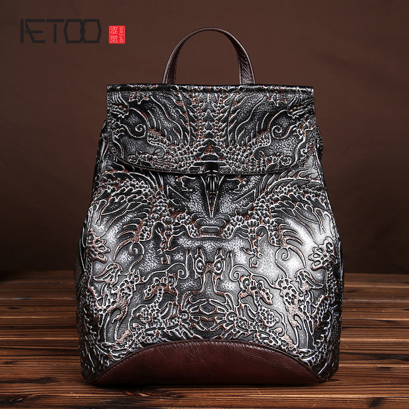 The new retro hand - rub color backpack first layer of leather traveling bags leather shoulder bags men and women general wholes aetoo spring and summer the new first layer of vegetable tanning backpack shoulder bag leather bags cow leather retro color