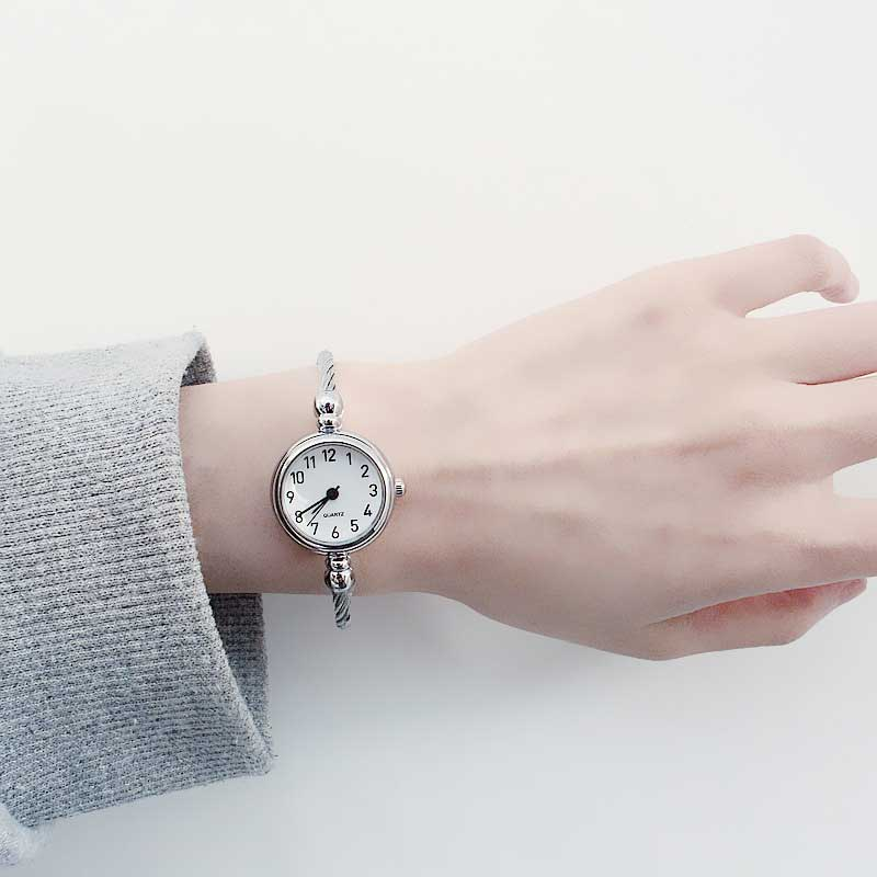 Hot Sale Fashion Women Stainless Steel Silver Mesh Watch Unique Simple Watches Casual Quartz Wristwatches ClockHot Sale Fashion Women Stainless Steel Silver Mesh Watch Unique Simple Watches Casual Quartz Wristwatches Clock