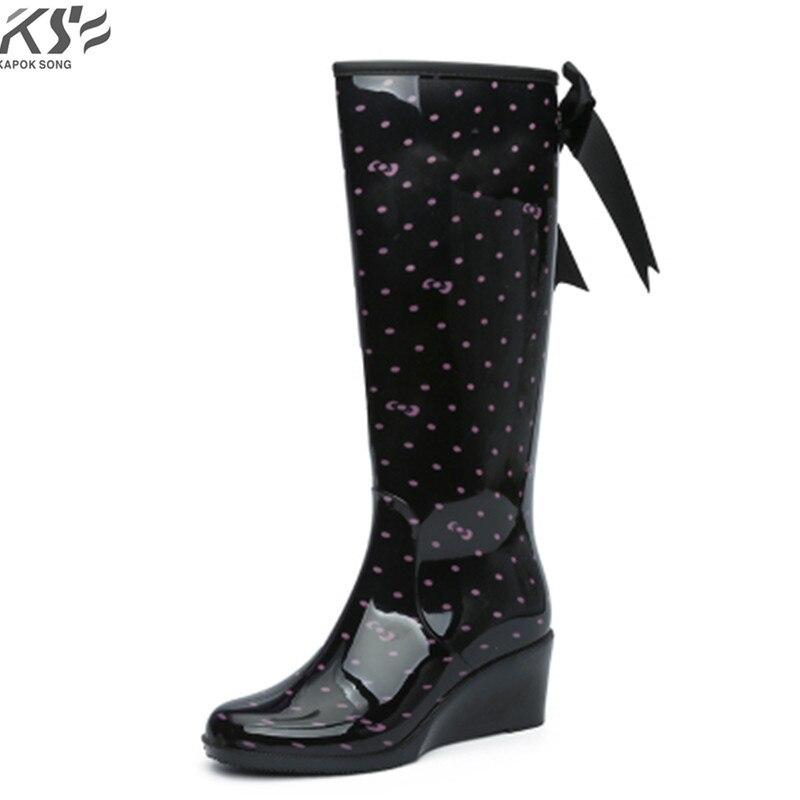 Donne stivali da pioggia alti impermeabili della signora