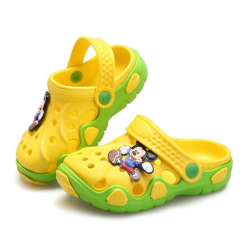 Тапочки для мальчиков и девочек; сандалии; нескользящие шлепанцы; пляжные шлепанцы; Новинка года; модная летняя детская обувь с вырезами и героями мультфильмов - Цвет: H33-yellow