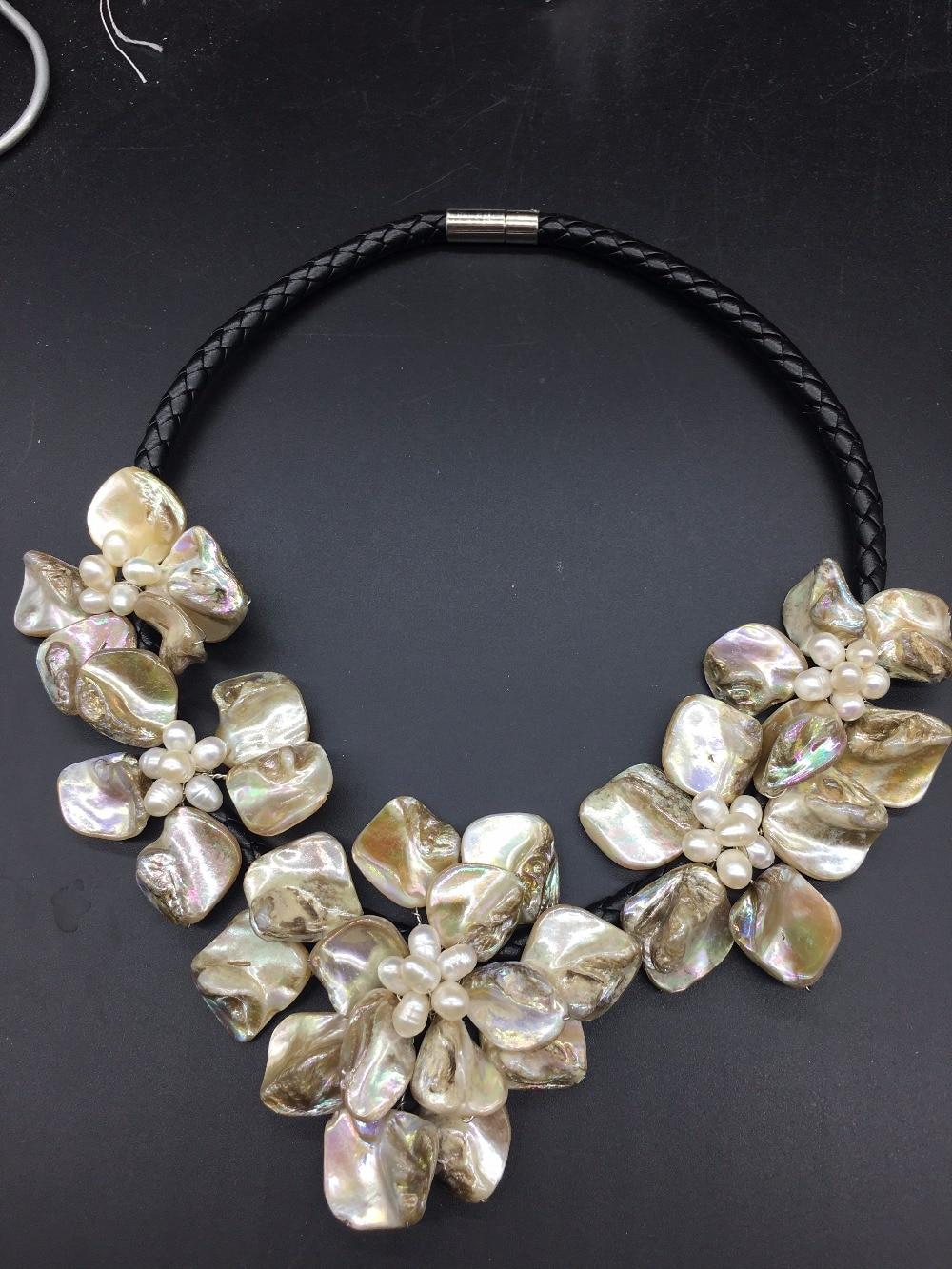 Nice Baroque Three Shell Flower /& Cultured Pearls necklace Statement Bib