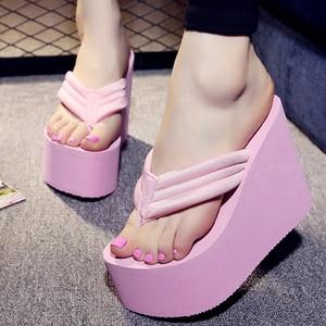 Image 3 - Nowe letnie seksowne kobiety kapcie kobieta wypoczynek klapki plażowe wysoka podeszwa kapcie Mujer modne buty casualowe sandały damskie