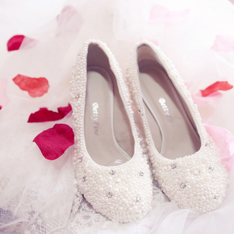 a7403a28a10 Ultra Luxurious Rhinestone Wedding Shoes Bridal Shoes Satin Upper Stiletto  Heel Closed Toe With Imitation Pearl Party Shoes-in Women s Pumps from Shoes  on ...