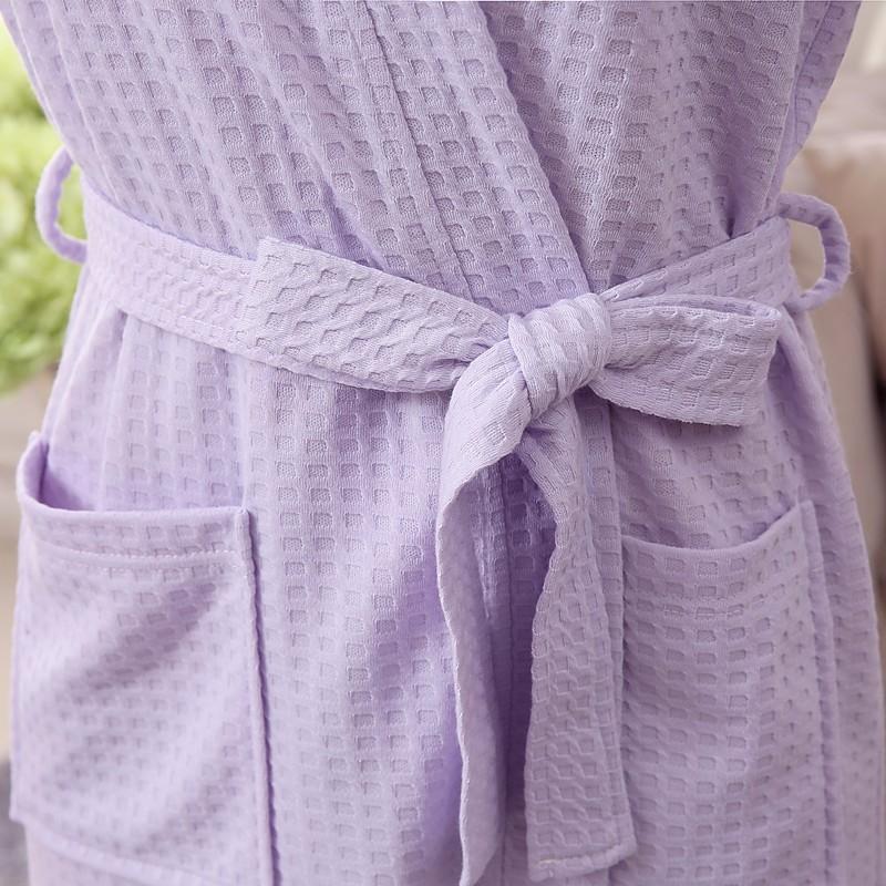 Unisex hommikumantlid vahvlimustriga