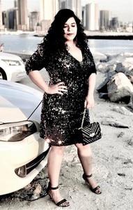 Image 5 - COLROVIE Plus Größe Schwarz V ausschnitt Pailletten Mädchen Sexy Kleid Frauen 2018 Herbst Langarm Party Kleid Elegante Abend Mini kleider