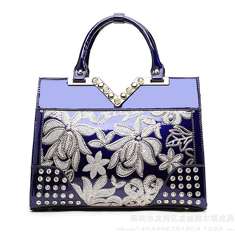 The new Diamonds Female bag Genuine Leather Totes Fashion Handbags & Crossbody bags Women Embroidery Floral The messenger Bag 2017 new embroidery hill tribe totes messenger tassels bag boho hippie style