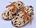 20 colores Nuevos Mocasines Zapatos de Bebé de Cuero Genuino ata para arriba el leopardo inferiores rojos únicos Zapatos de Bebé Recién Nacido primer caminante del niño zapatos