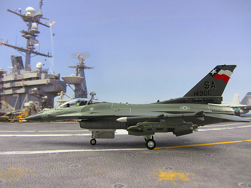 The United States Airforce F16 F16C F16D Fighting Falcon alloy assembled multiple 1:72 aircraft mounted missile the united states 1 72 sr 71 blackbird reconnaissance aircraft model aircraft model alloy