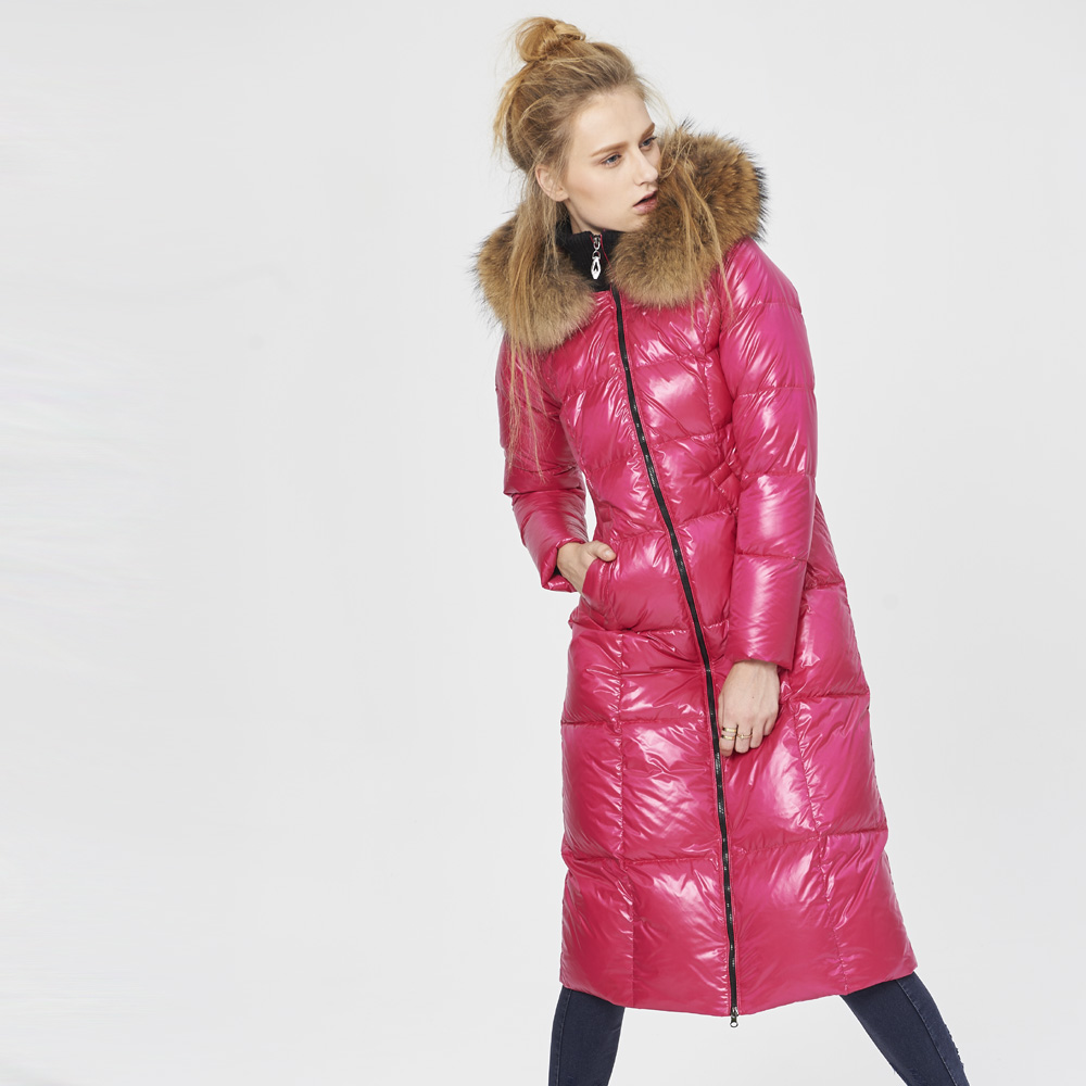 26a38f091c07 High Quality Canada Luxury 2018 Winter Women Warm Thick Duck Down Parkas  Fashion Genuine Raccoon Fur Collar Down Jacket Coat-in Down Coats from  Women's ...