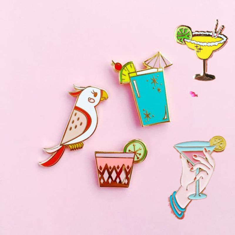 Badges 1pc Cartoon Summer Drinks Parrot Metal Brooch Button Pins Denim Jacket Pin Jewelry Decoration Badge For Clothes Lapel Pins