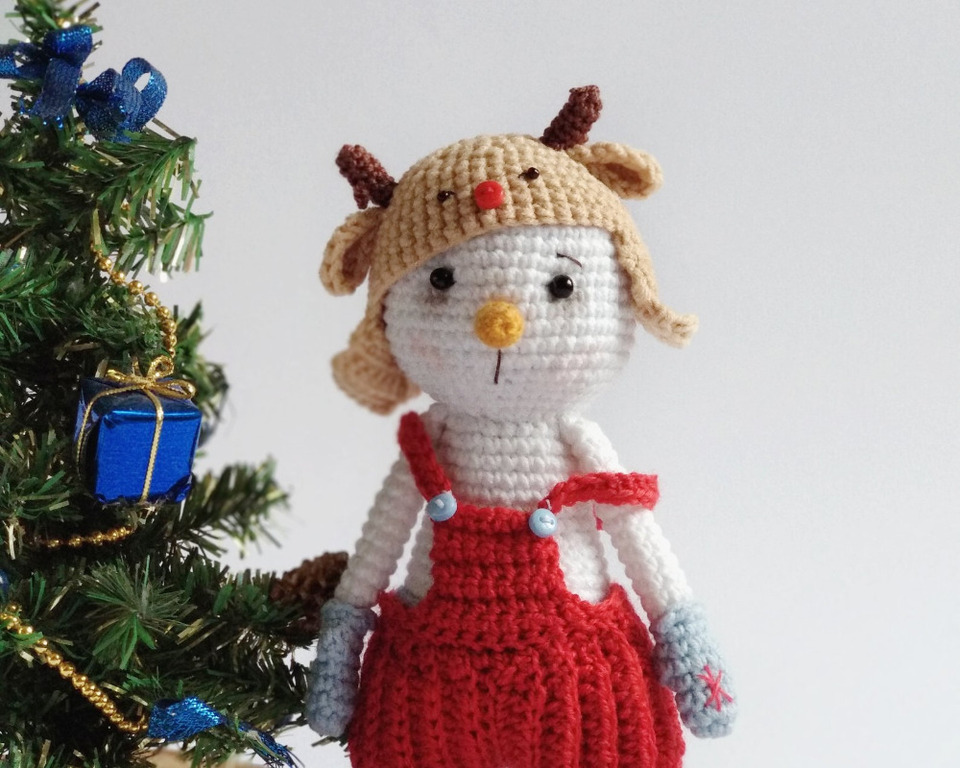 Huggy Snowman Amigurumi Crochet Pattern (Huggy Christmas Dolls ... | 768x960