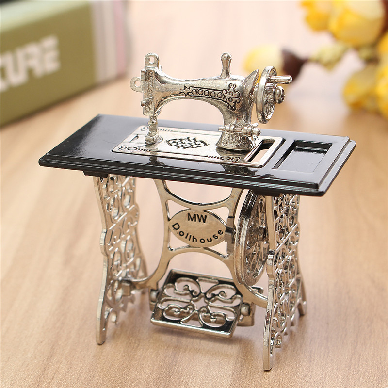 Miniatura Toy Vintage Miniature Sewing Machine Furniture Toys Gifts For 1/12 Doll House Decor Retro Children Toys Accessories