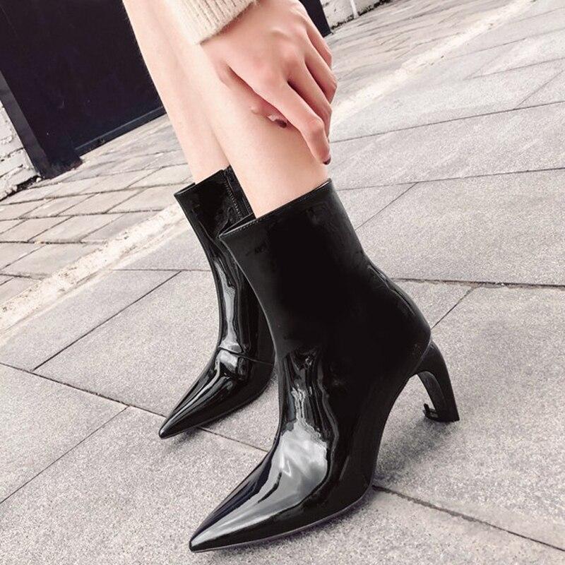 7838b11bdd58 Hauts En Talons Solide Mode Courte Bout Martin Nouveauté Chaussures Verni  Noir Marque Femme blanc Femmes Bottes Chaussons Cheville Pointu Botte rouge  Cuir ...