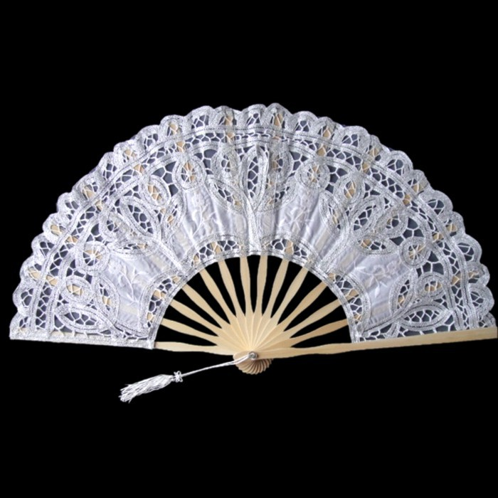 US $9 99 |Free Shipping 27cm Classic White Lace Wedding Fan with Bamboo  Handle/Bridal Fan For Party Decoration-in Party Favors from Home & Garden  on