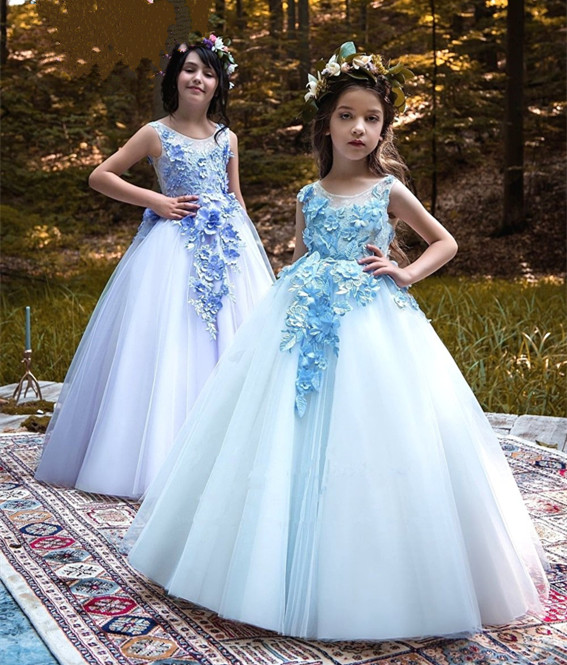 купить 2018 Beautiful Customized Flower Girls Dresses for Wedding Ball Gown Lace Applique Girls First Communion Gown Any Size онлайн