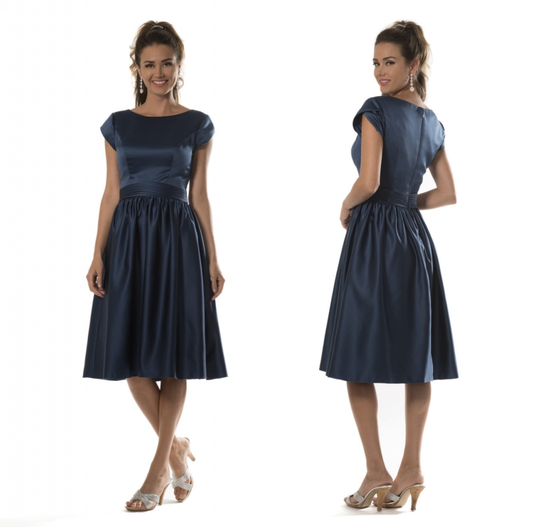 Short Satin Modest   Bridesmaid     Dresses   2019 With Cap Sleeves A-line Knee Length Dark Navy Blue Country Maids of Honor   Dresses