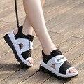 2017 Verano Hook & Loop Pendiente Con Fondo Grueso Sandalias Del Mollete Con Impermeable de Gran Tamaño Sandalias de Las Mujeres Peep Toe Zapatos de tobillo