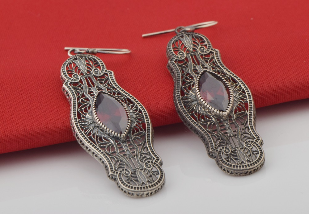 Free transport wholesale sales in Europe and America Vitoria pinch Silver 925 Antique Silver Garnet CZ Earrings