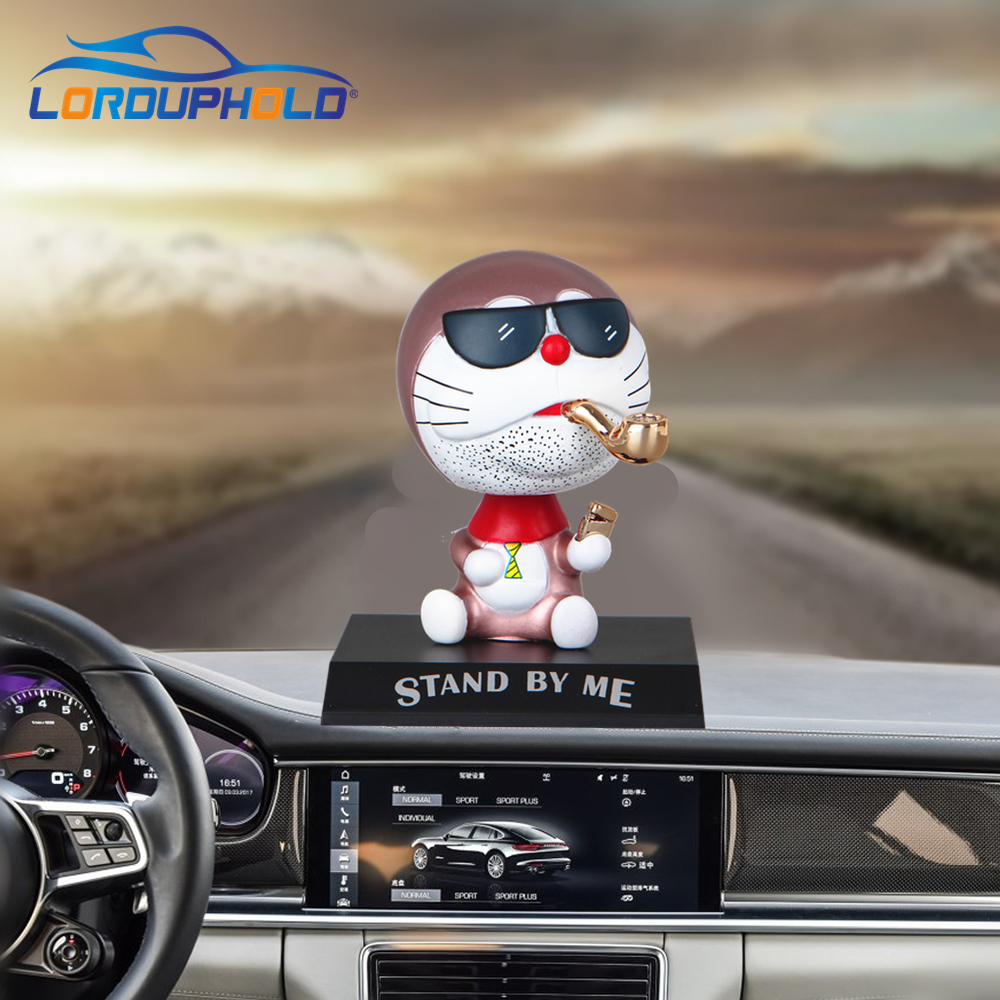 цена Brand New Funny Car Dashboard Toys Shake Head Styling Dolls Cigar Pipe Cat Ornaments Automobiles Interior Accessories