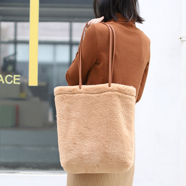 Pele do falso Muff Grandes Sacolas Mulheres Moda Casual Top-handle Bolsa Feminina Bonito Bolsa Inverno Luxo Bonito Fluffy sobre o Saco de Ombro