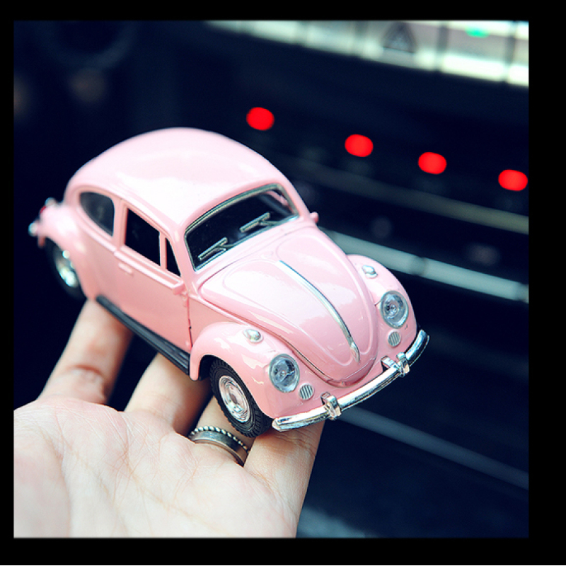 Classic Car Model Vintage Beatle Cars Miniatures Figurine Metal Craft Home Living Room Office Car Decoration Ornament