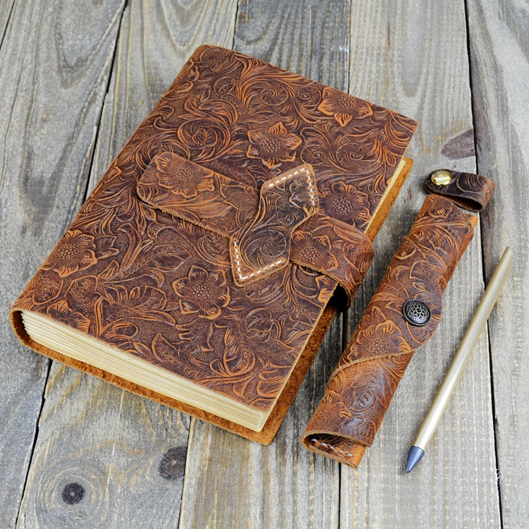 2017 New Hand Sewn Kraft Paper Notebook A5 Travel Diary Retro Genuine Leather Cover Creative Notepad Boy the best gift