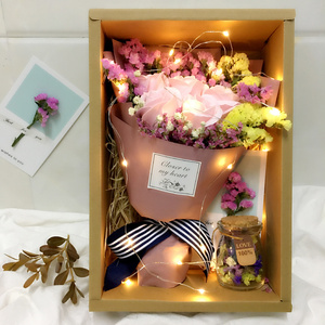 Flores secas, flores reales, Ramos llenos de estrellas con luces, para olvidarse de mí, rosas, jabones, Cajas de Regalo, regalos de Navidad, flores secas