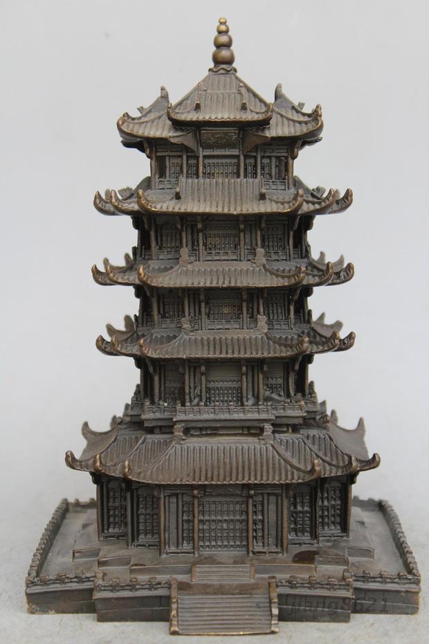 Noël célèbre porcelaine cuivre pittoresque spot jaune grue tour pagode maison bâtiment Statue halloween