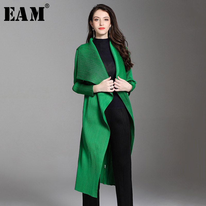 [EAM] 2019 New Spring Summer V-collar Long Sleeve Green Pleated Big Size Long Windbreaker Women   Trench   Fashion Tide JW773