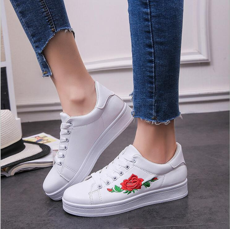 Fashion Embroidery Rose moccasins women White casual shoes Female soft walking shoes cute students shoes White Black fashion embroidery flat platform shoes women casual shoes female soft breathable walking cute students canvas shoes tufli tenis