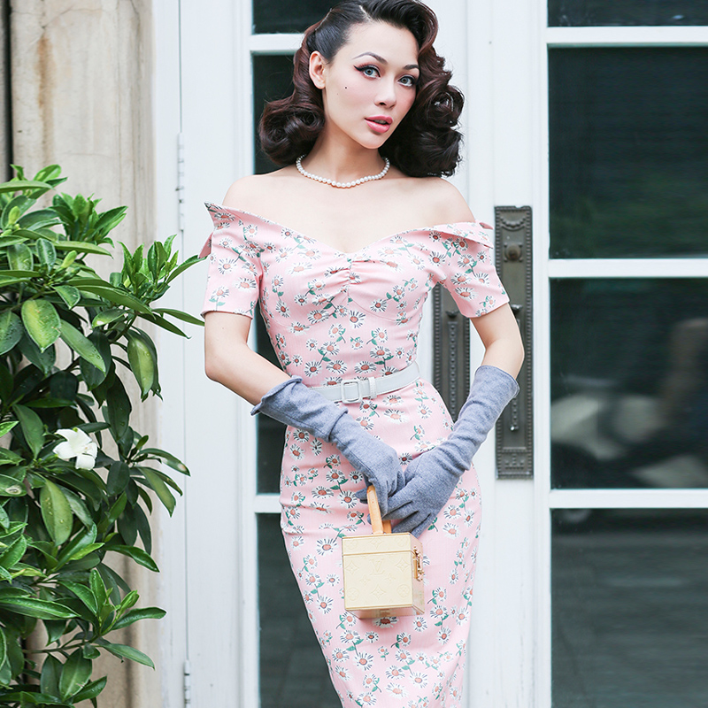 le palais vintage 2017 Summer Sweet Sexy Off Shoulder Dress V-neck Elastic Fabric High Rise Pencil Dress with Chest Pad