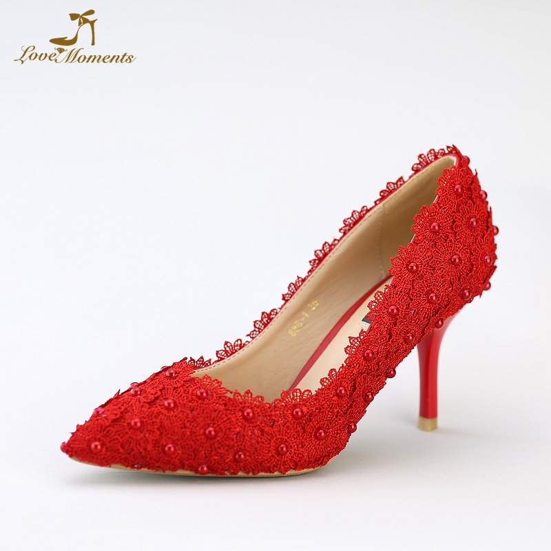 все цены на Lace Flower Applique Shoes Beautiful Red Lace Wedding Shoes Middle Heel Pearl Bridal Shoes Pointed Toe Satin Dinner Party Shoes