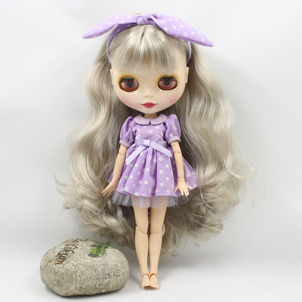 Neo Blythe Doll with Grey Hair, White Skin, Shiny Face & Jointed Body 4