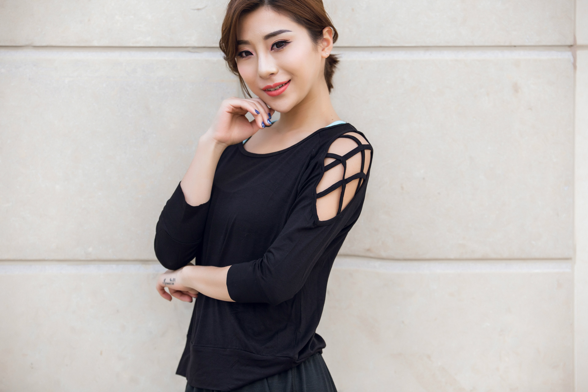 summer women fashion sexy hollow out t-shirt female open shoulder t shirt solid black fitness clothing workout tee clothes N908