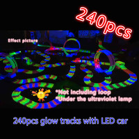 240 stks magic auto track Wonderbaarlijke Gloeiende Race Tracks Bocht Flex Flash in de Donkere Montage Auto Speelgoed Glow Racing Track Set