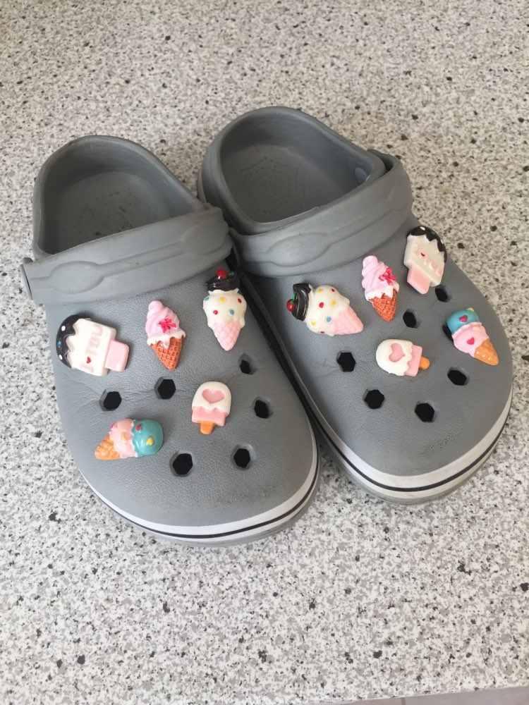 1 piezas de alta imitación zapato encantos de hielo crema mariquita de arco iris de hebillas de zapato accesorio pulseras cocodrilo JIBZ niños regalos