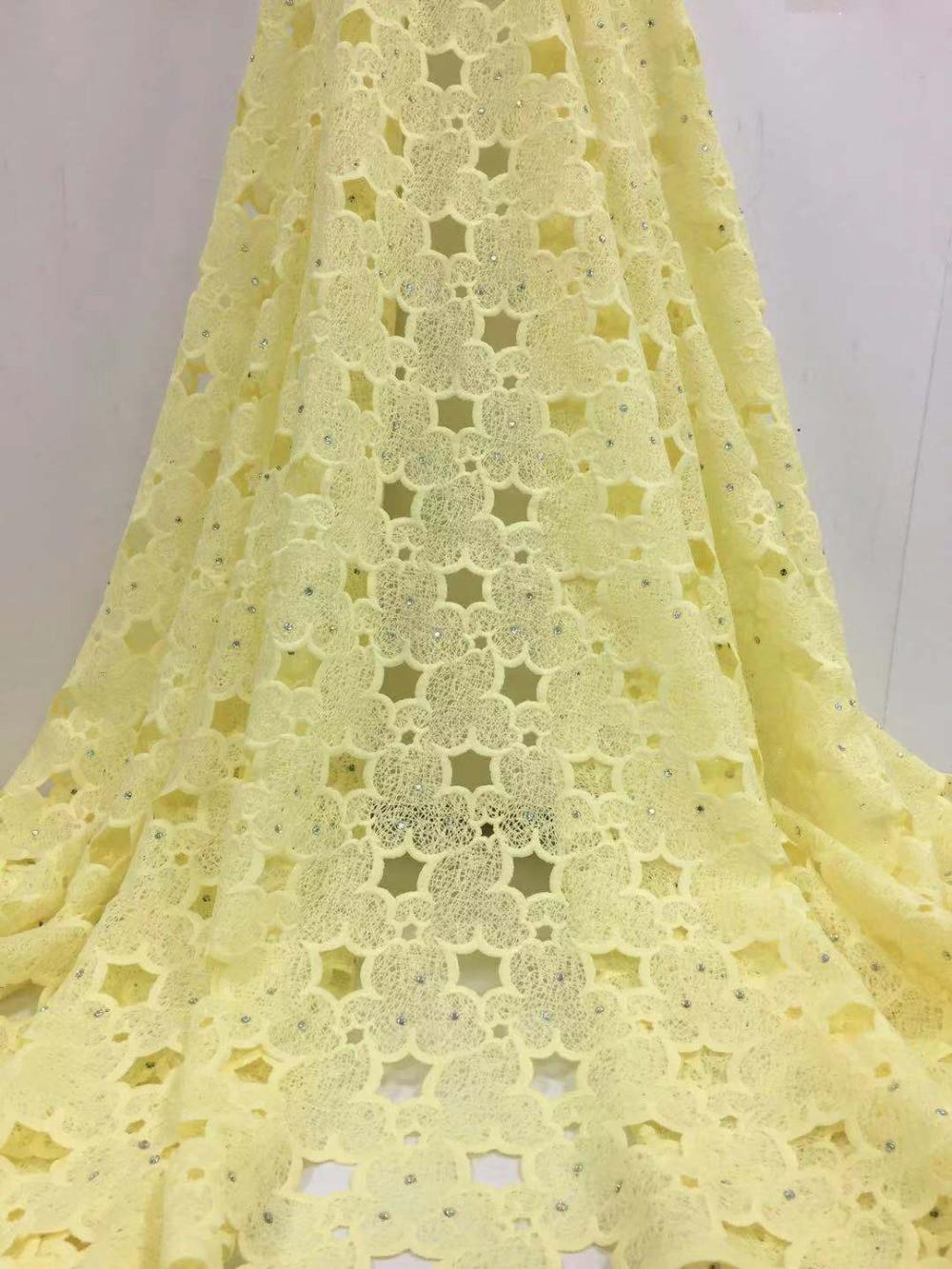 5 yards/lot Hoge kwaliteit nigeriaanse bruiloft afrikaanse kant stoffen/meest populaire guipure koord kant stof voor bruiloft jurk FC17-in Kant van Huis & Tuin op  Groep 1