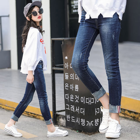 b75ad6673c New 2018 hot sell children fashionable spring autumn outfit Teenager girls  denim trousers children take cartoon patchwork pants