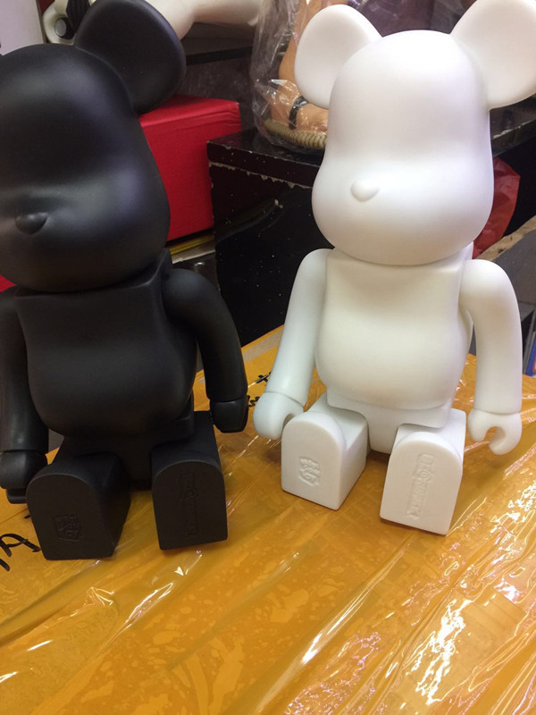New Black white 2 Color 400% bearbrick bear@brick DIY Paint PVC Action Figure  Collection With Opp Bag Children giftNew Black white 2 Color 400% bearbrick bear@brick DIY Paint PVC Action Figure  Collection With Opp Bag Children gift