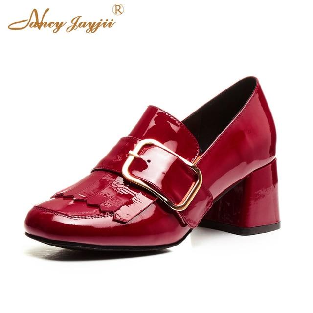 Loafer piel colores rojo y negro, mujeres y señora oficina, zapatos con cinturón de metal.