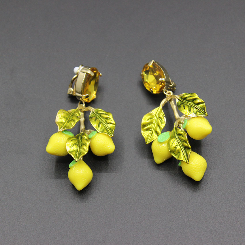 купить 2017 new fashion catwalk section Baroque earrings lemon leaves large circle temperament retro big earrings 355 недорого